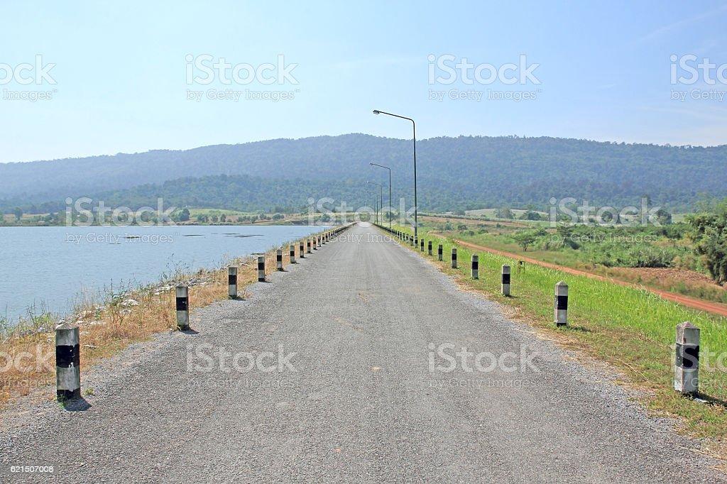 local road beside a dam Lizenzfreies stock-foto