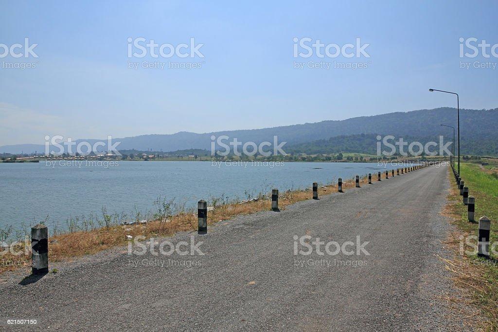local road beside a dam photo libre de droits