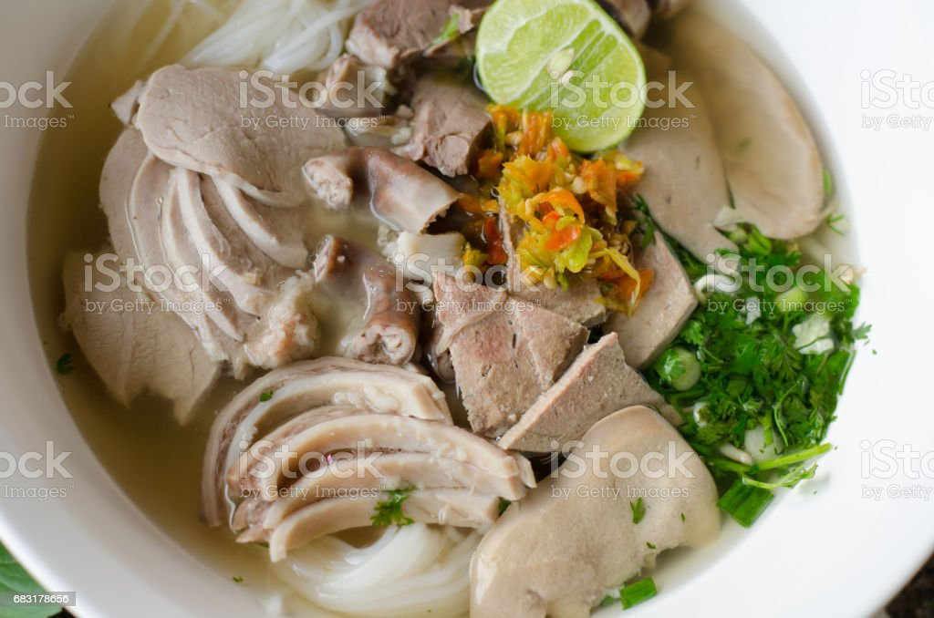 Local thai noodle breakfast at chiangkhan walking street market , Loei, Thailand.(Thai vermicelli eaten with boiled entrails pork) royalty-free 스톡 사진