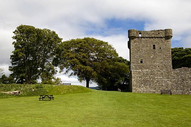 see loch leven castle - see loch leven stock-fotos und bilder