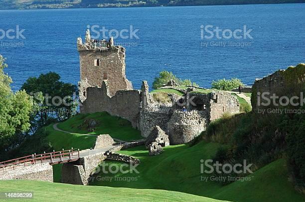 Loch ness and urquhart castle scotland picture id146898299?b=1&k=6&m=146898299&s=612x612&h=kykol oliyang1lgs70jx ql7rh8aqssdutjcwzmvas=