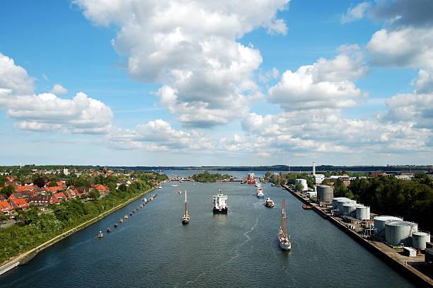 lock der kiel-kanal im kiel, deutschland - kiel stock-fotos und bilder