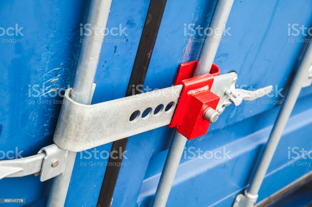 Lock on gate of standard cargo container – Foto