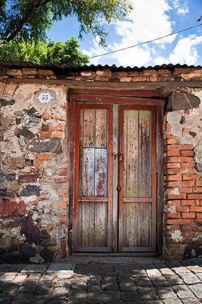 Zablokowane stary dom drzwi Widok Colonia Del Sacramento Urugwaj - foto de acervo