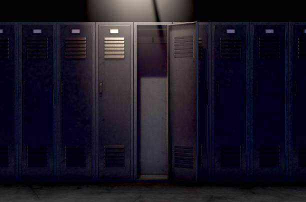 Fila de armario y puerta abierta - foto de stock