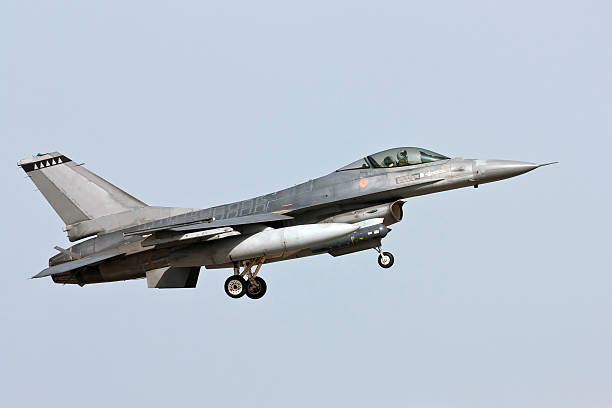 Lockheed Martin F-16 - Approach  f 16 fighting falcon stock pictures, royalty-free photos & images
