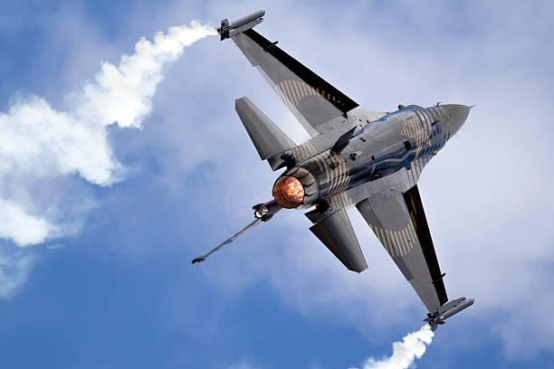 Lockheed Martin F-16 Fighting Falcon Lockheed Martin F-16 Fighting Falcon performing with afterburner and Smoke-winders. f 16 fighting falcon stock pictures, royalty-free photos & images