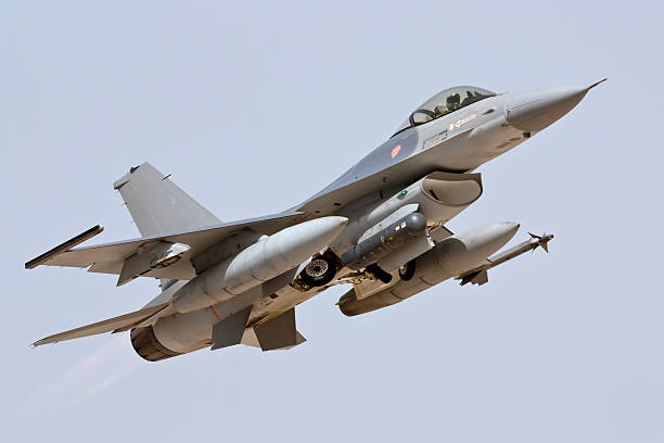 Lockheed Martin F-16 - Take Off  f 16 fighting falcon stock pictures, royalty-free photos & images