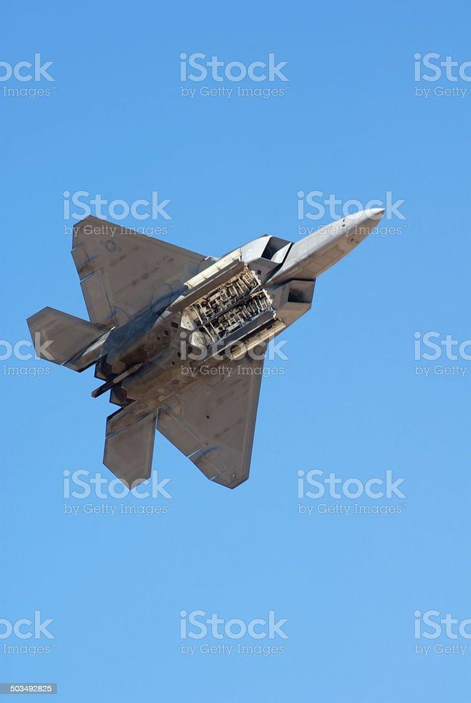 Lockheed Martin F-22 Raptor bomba a la bahía - foto de stock