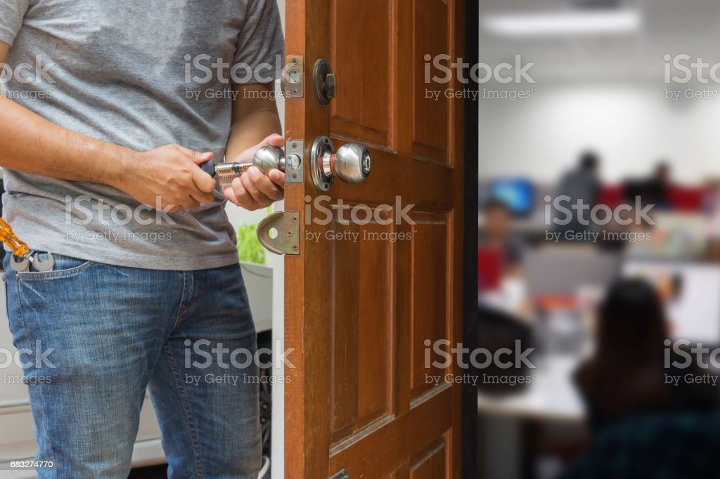 locksmith open the wood door by cylinder tools to office foto de stock royalty-free