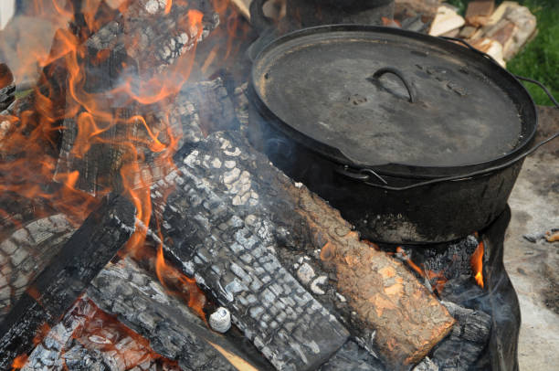 Lodge Camp Dutch oven zit in brand foto