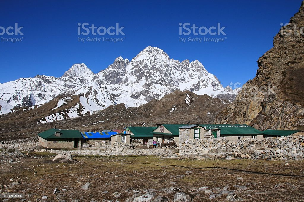 Lodges in Thagnak and snow capped mountain stock photo