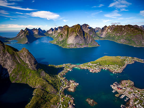 Lofoten archipelago islands Lofoten islands is an archipelago in the county of Nordland, Norway. Is known for a distinctive scenery with dramatic mountains and peaks, open sea and sheltered bays, beaches and untouched lands. lofoten stock pictures, royalty-free photos & images