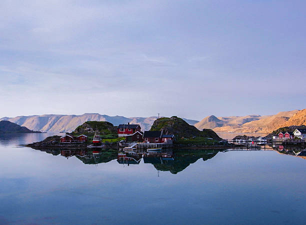 lofoten islands red houses - nordkap stock-fotos und bilder