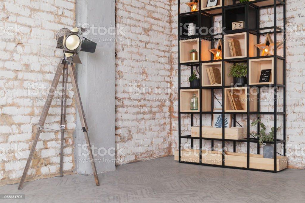 Fesselnd Moderne Wohnzimmer Foto Studio Interior, Quelle Lampe, Bibliothek Regal  Hinter Natürlichen Vintage Ziegelmauer Loft