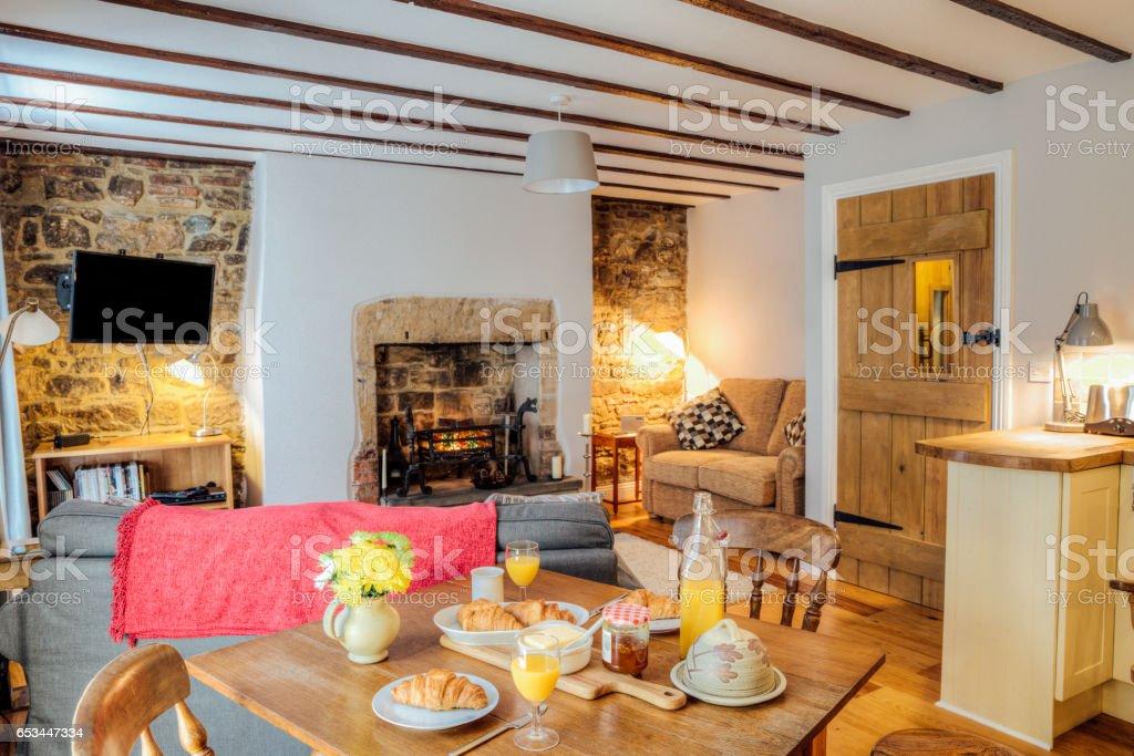 Bed In Woonkamer : Blokhut woonkamer stockfoto en meer beelden van bed en breakfast