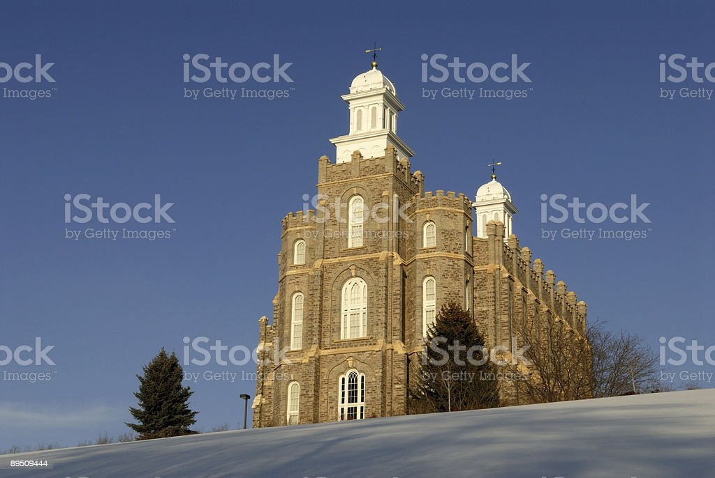 Logan Utah Temple of the LDS Church Against Blue Skies 免版稅 stock photo