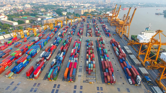 Logistik Och Transport Av Container Lastfartyg Och Cargo Arbetar Crane Bridge I Varvet-foton och fler bilder på Affärstransaktion
