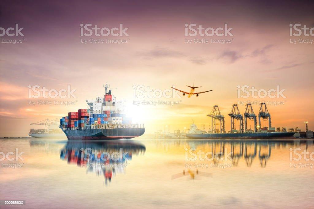 Logistics and transportation of Container Cargo ship - foto de stock