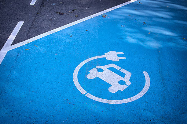 logo 'charge your car here' on blue parking lot - elbil bildbanksfoton och bilder