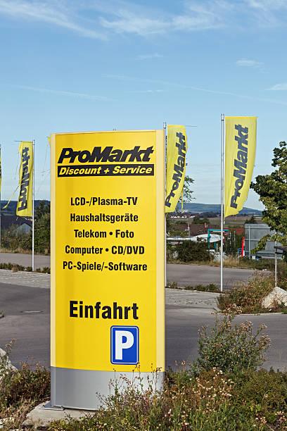 logo des promarkt in weissenburg, deutschland - rewe germany stock-fotos und bilder