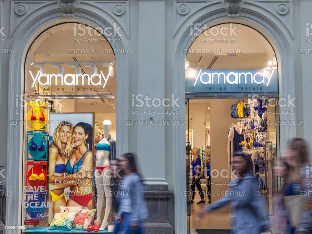 66c4e8e87 Logotipo da Yamamay na sua loja principal em Belgrado. Yamamay é uma marca  de varejo