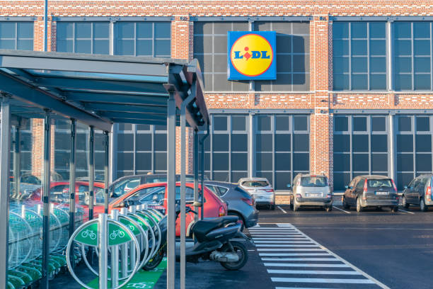 logo,building and parking for two-wheelers. - lidl foto e immagini stock