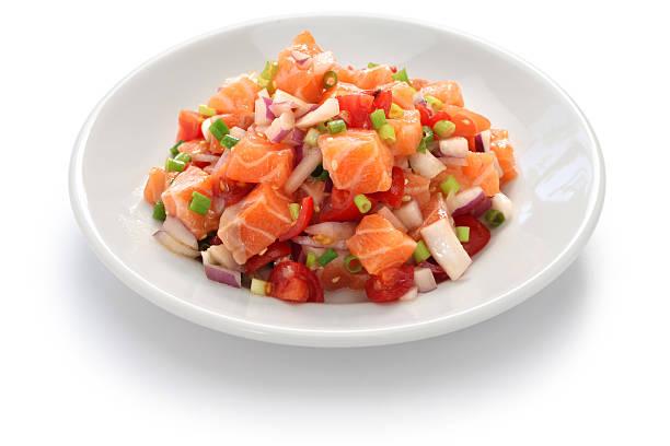 lomi lomi-lachs - hawaiianischer salat stock-fotos und bilder