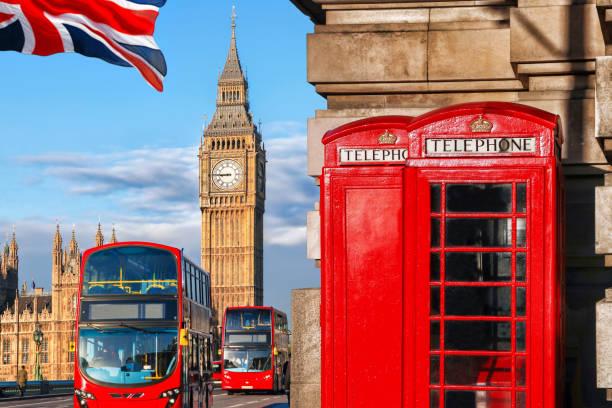 londen big ben, dubbeldekkerbus en rode telefoon doos - londen engeland stockfoto's en -beelden