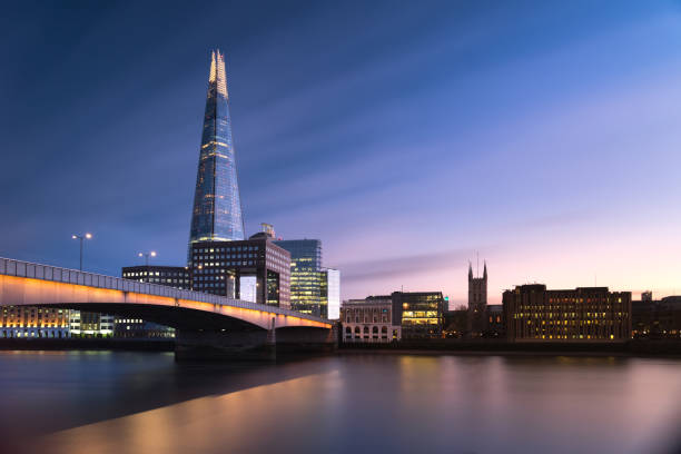 london bridge en de scherf-landschap - shard london bridge stockfoto's en -beelden