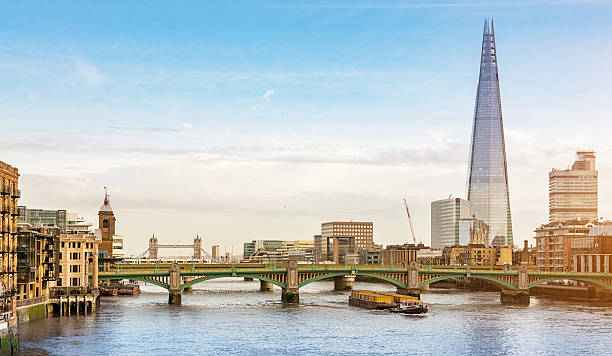 london city skyline at river thames - shard london bridge stockfoto's en -beelden