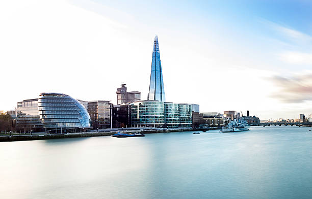 london city with city hall and the shard - shard london bridge stockfoto's en -beelden