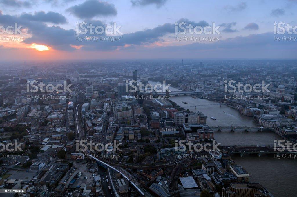 Londoner Stadtbild bei Sonnenuntergang – Foto