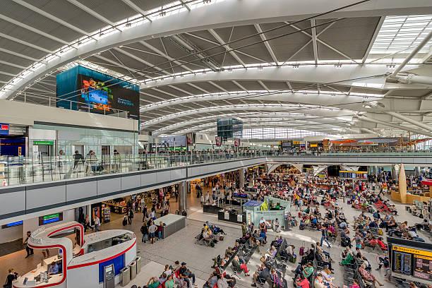 di londra terminal 5 dell'aeroporto heahtrow partenze - terminal aeroportuale foto e immagini stock