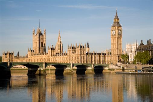 国会議事堂ロンドンの朝の光 - イギリスのストックフォトや画像を多数ご用意