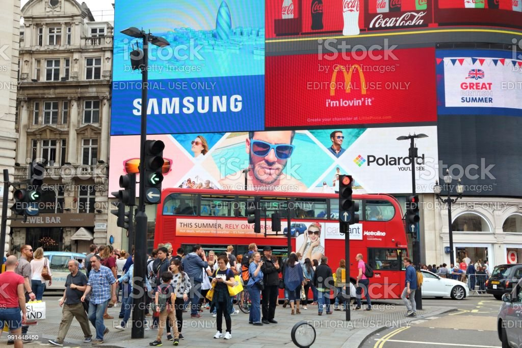 Bars Near Piccadilly Circus >> London Piccadilly Circus Stock Photo Download Image Now