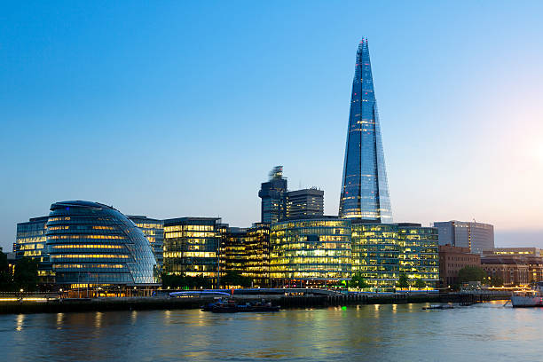 london, shard london bridge and tower bridge at dusk - shard london bridge stockfoto's en -beelden