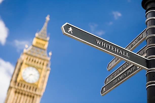 London-Regeln in Richtung Whitehall mit dem Big Ben im Hintergrund – Foto