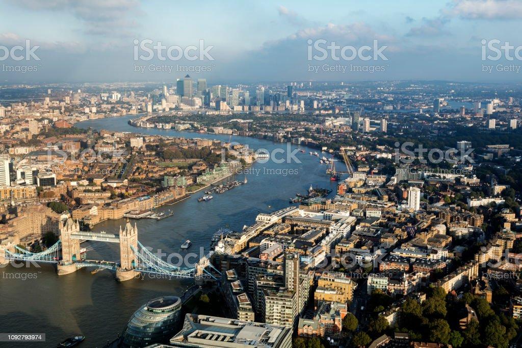 Skyline von London mit Themse und der Tower Bridge – Foto