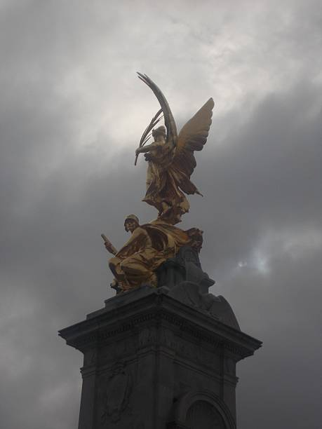 london - statue in front of buckingham palace stock photo