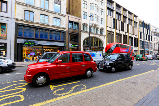 best sneakers 61023 24bd9 London Taxi Stock Photo - Download Image Now - iStock