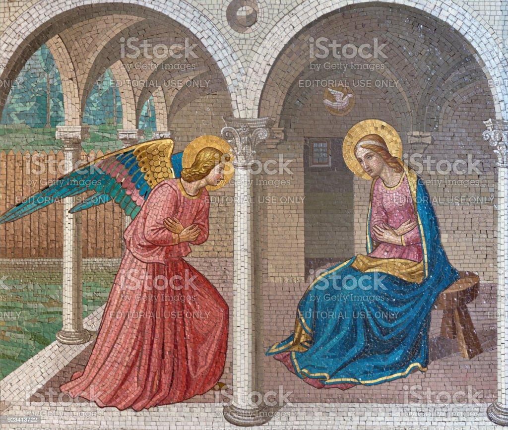 Londres - la mosaïque de l'Annonciation après Fra Angelico à l'église St. Barnabas par Bodley et Garner (fin du 19. cent.). - Photo