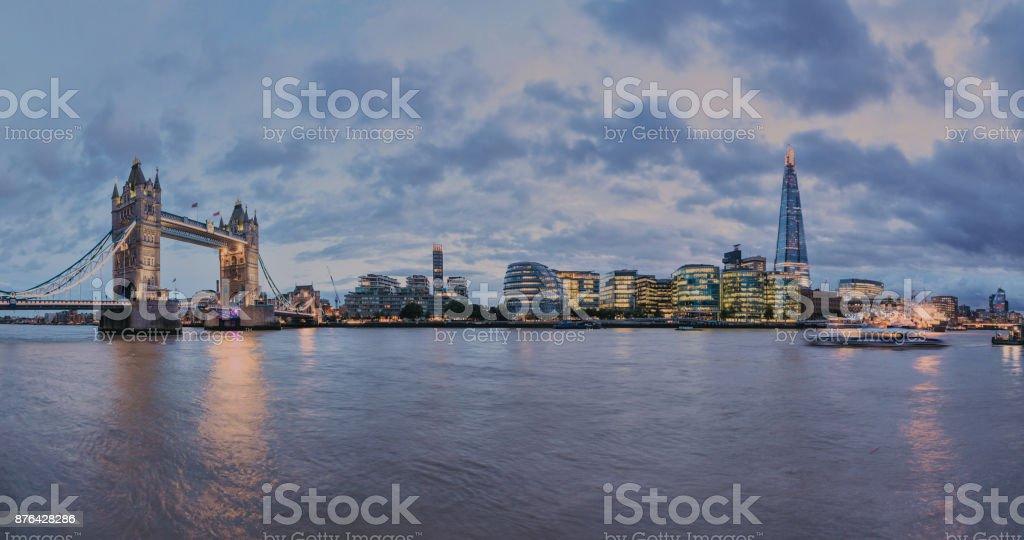 London Tower Bridge und dem Shard verfügen über die Themse Panoramablick – Foto