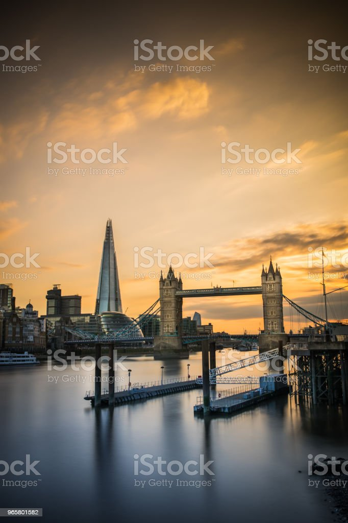 London Tower Bridge and The Shard - Стоковые фото Англия роялти-фри