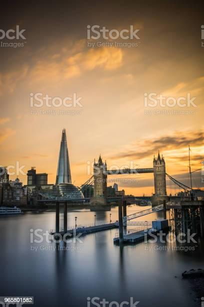 Лондонский Тауэрский Мост И Осколок — стоковые фотографии и другие картинки Англия
