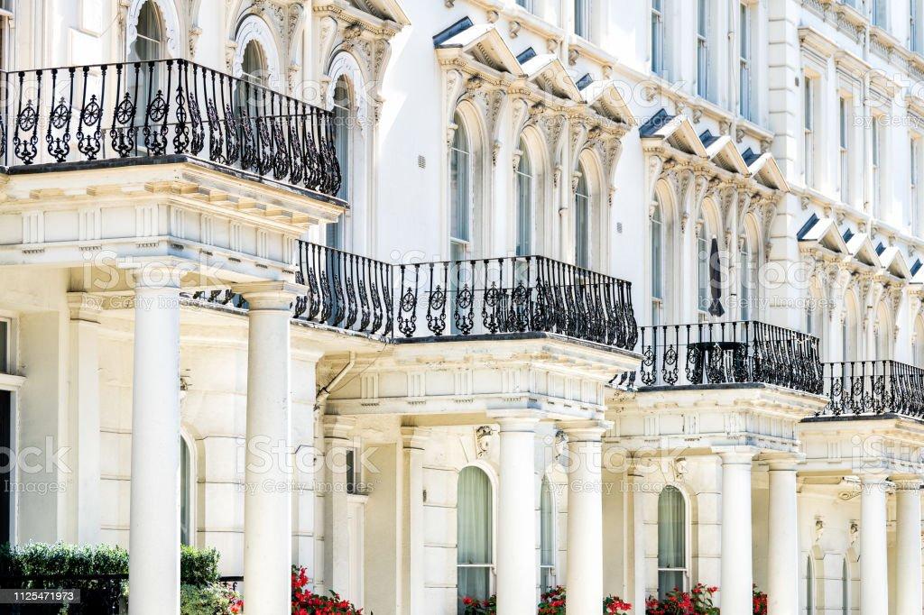 Camino De Calle Londres Chelsea Kensington Con Balcones