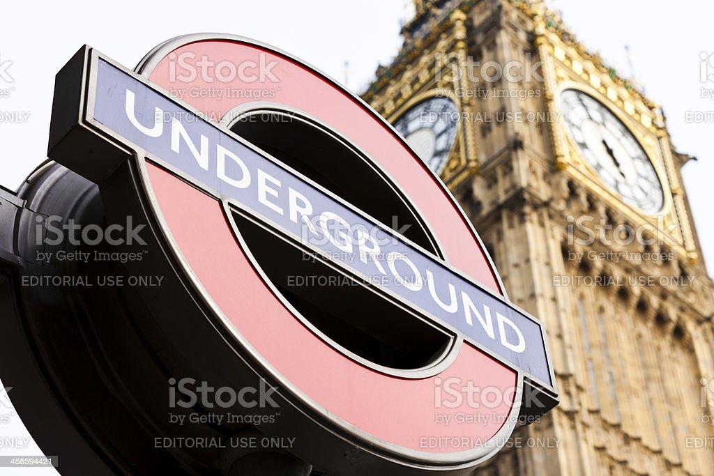 London Underground berühmte Schild in der Nähe von Big Ben – Foto