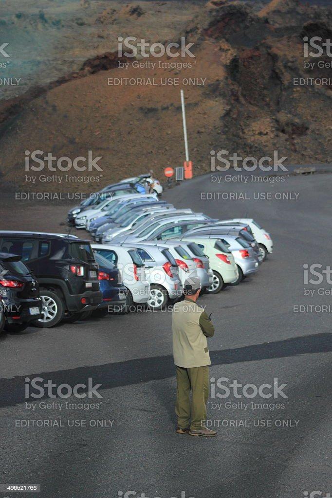 Lone Atendente de estacionamento - foto de acervo