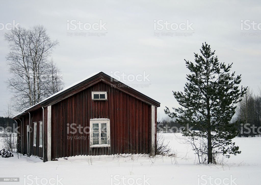 Lone rosso cottage foto stock royalty-free