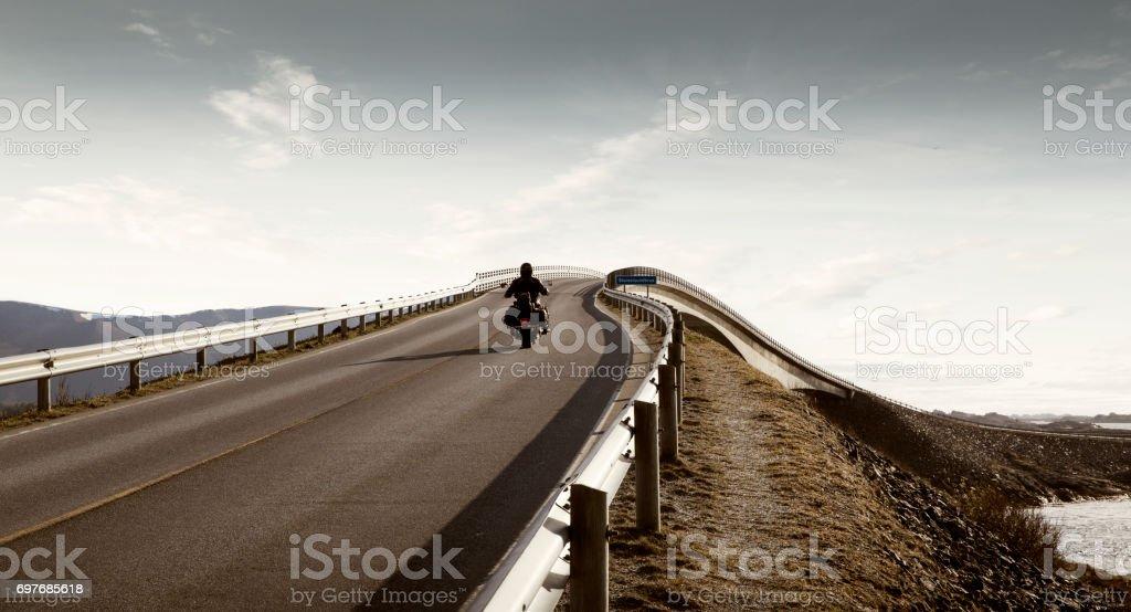 Einsamer Reiter - Freiheit und Unabhängigkeit-Konzept – Foto